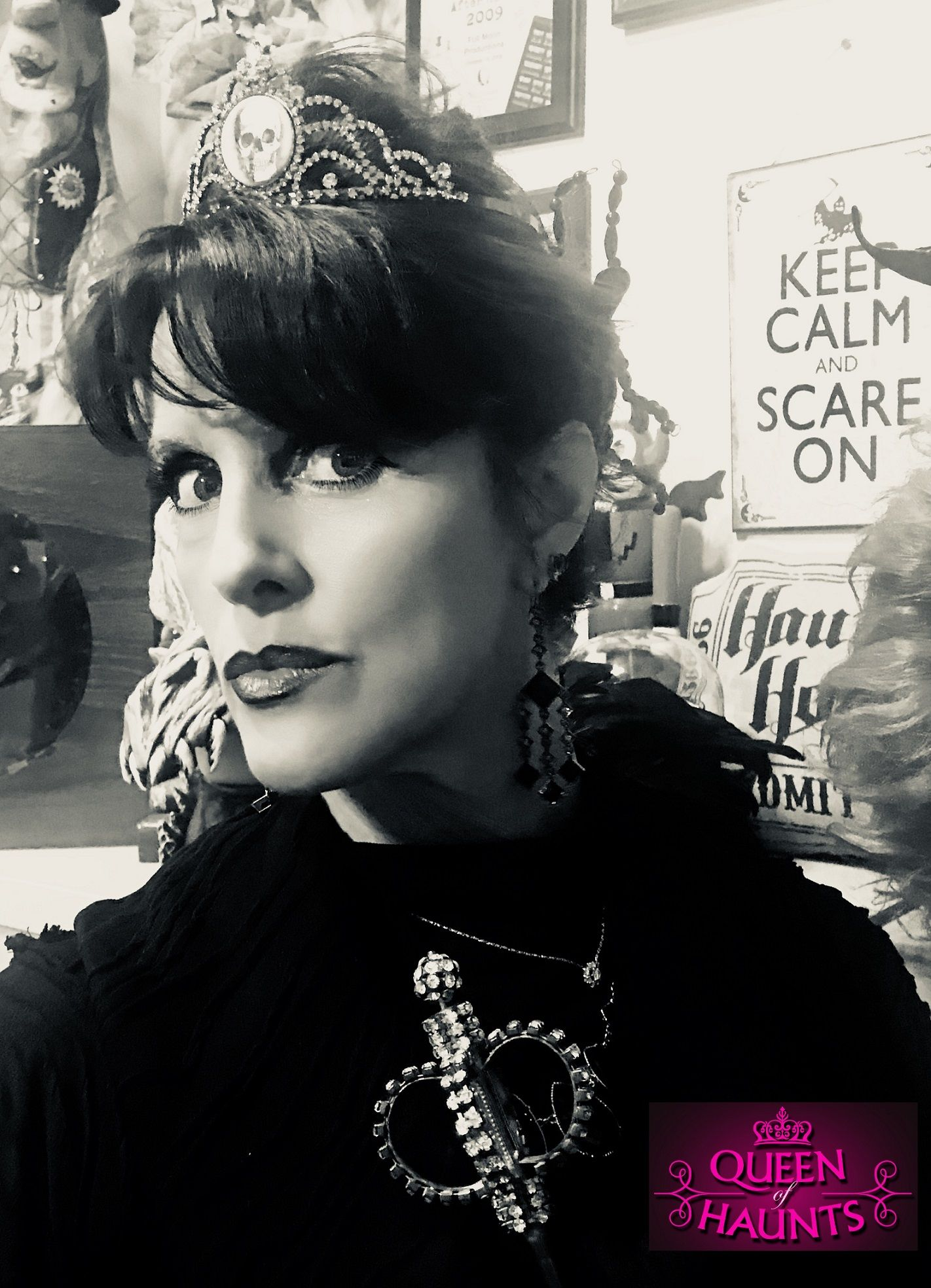 Queen of Haunts - Keep Calm and Scare On!